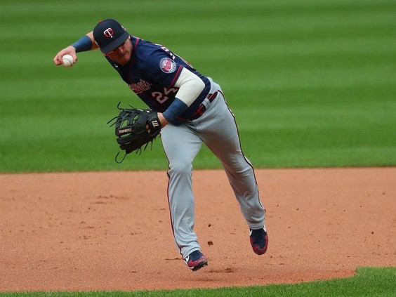 Twins leave Josh Donaldson off wild-card roster