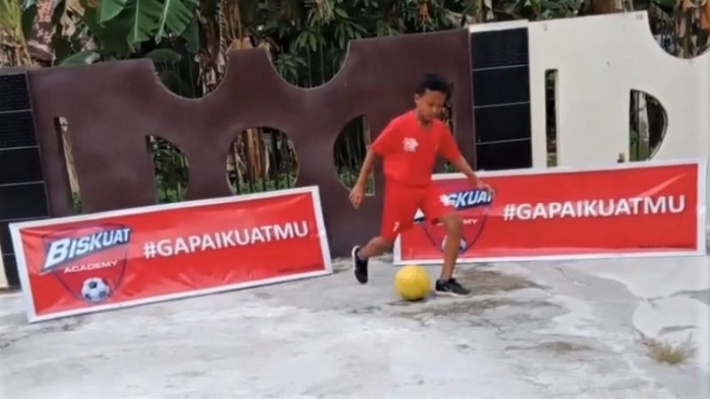 Online football clinic helps Indonesian children improve skills during the pandemic