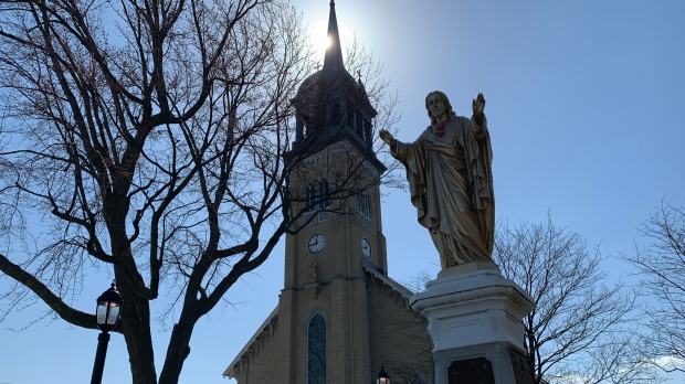Churches take different approaches for another pandemic Easter