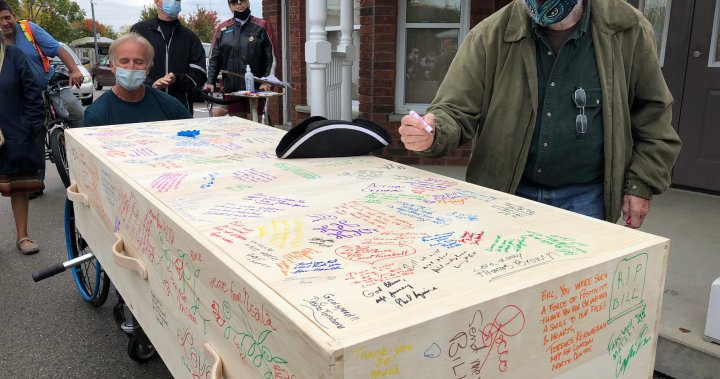 London, Ont. bids farewell to town crier Bill Paul – London